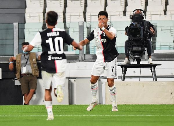 Ronaldo lập cú đúp vào lưới Lazio