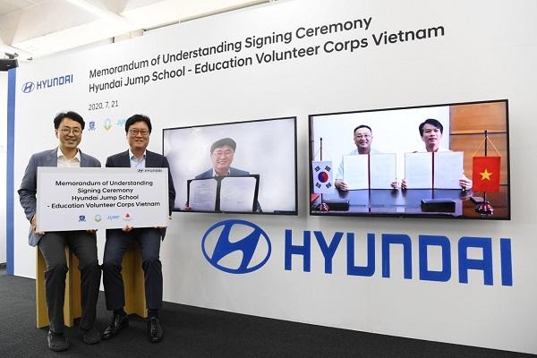 """Tập đoàn ô tô Hyundai ký kết Biên bản ghi nhớ """"Chương trình tình nguyện giáo dục dành cho sinh viên- Hyundai Jump School"""" với VNU-ULIS và VPV"""