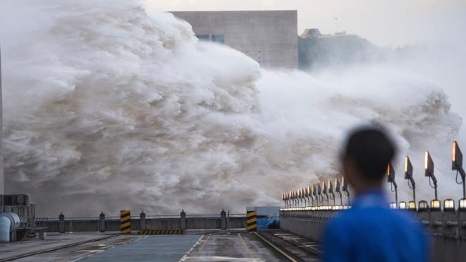 Đập Tam Hiệp mở cửa xã lũ, đối mặt với áp lực khủng khiếp từ mưa lũ