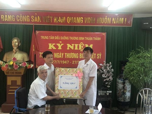 Lãnh đạo Sở LĐTB&XH tỉnh Nam Định thăm, tặng quà