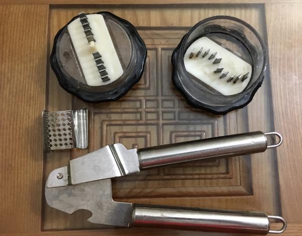 """Dù sở hữu nhiều dụng cụ ép tỏi được giới thiệu """"thần thánh"""" nhưng chị Hà cho biết chẳng mấy khi dùng đến vì công dụng không như lời giới thiệu của người bán"""