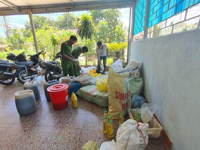Lực lượng chức năng phát hiện số lượng lớn nước rửa chén giả