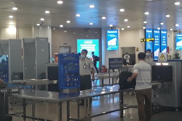 Kiểm tra an ninh tại sân bay Nội Bài