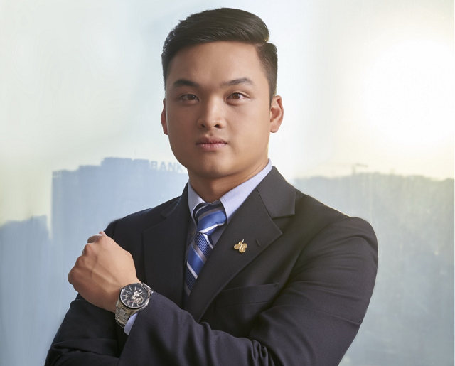 Ở tuổi 28, ông Lê Viết Hiếu được bổ nhiệm làm TGĐ Tập đoàn Xây dựng Hòa Bình