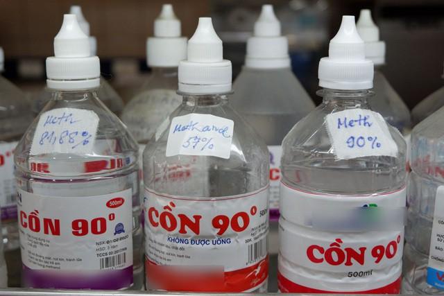Cẩn trọng tình trạng methanol 'đội lốt' cồn y tế