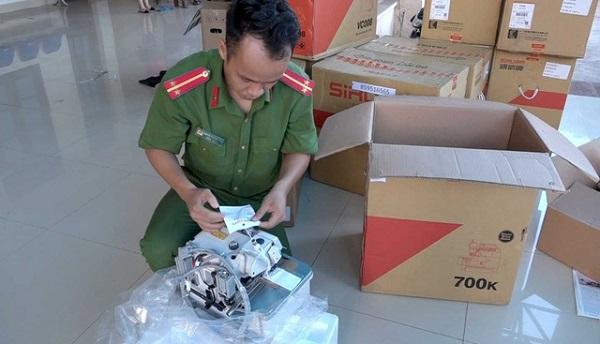 Lực lượng chức năng kiểm đếm hàng hóa vi phạm