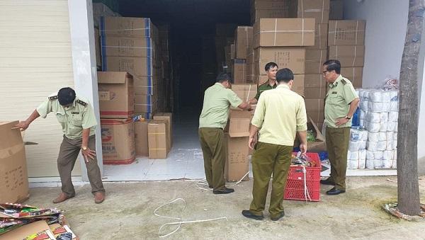 Lực lượng QLTT Bình Dương tiến hành thu giữ số lượng hàng hóa vi phạm