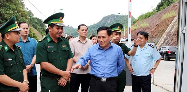 hủ tịch UBND tỉnh Lạng Sơn kiểm tra tình hình xuất nhập khẩu hàng hóa tại khu vực cửa khẩu