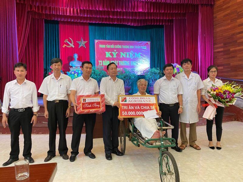 Công đoàn Agribank và Công đoàn cơ sở Agribank Bắc Ninh thăm hỏi, tặng quà Trung tâm điều dưỡng Thuận Thành - Bắc Ninh