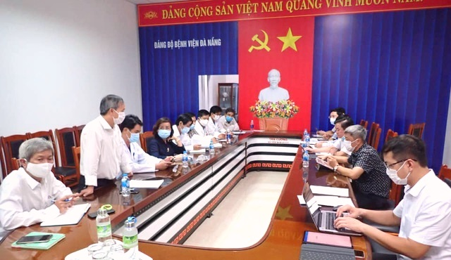 Thứ trưởng Bộ Y tế Nguyễn Trường Sơn làm việc với các đơn vị có liên quan tại Đà Nẵng  trong phòng chống dịch COVID-19.
