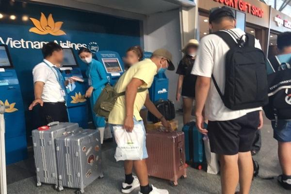 Du khách hoãn chuyến bay đến Đà Nẵng