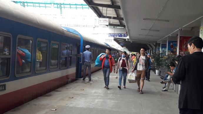 Ngành đường sắt lập thêm tàu tăng cường từ Đà Nẵng đi Hà Nội và TP. Hồ Chí Minh để giải tỏa hành khách