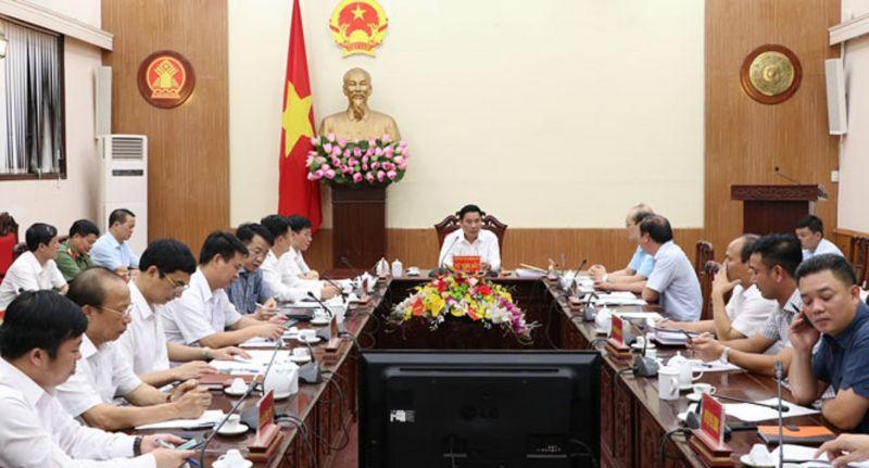 Đồng chí Vũ Hồng Bắc, Phó Bí thư Tỉnh ủy, Chủ tịch UBND tỉnh, Trưởng BCĐ phòng, chống dịch COVID-19 tỉnh chủ trì cuộc họp