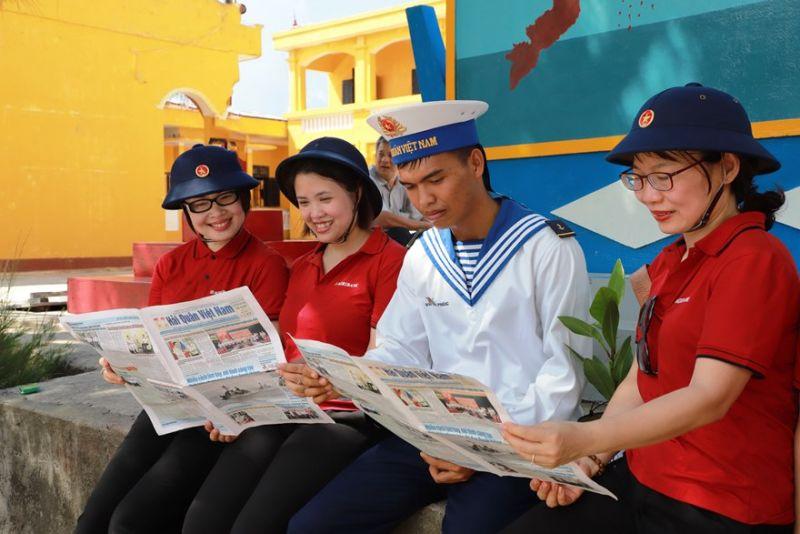 Nâng cao nhận thức về vai trò của biển đảo Việt Nam cho đội ngũ cán bộ, đảng viên, người lao động Agribank là một trong những nhiệm vụ quan trọng, lâu dài của Đảng bộ Agribank