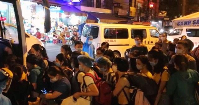 Đà Nẵng di chuyển bớt người từ Bệnh viện Đà Nẵng ra khu vực khác.