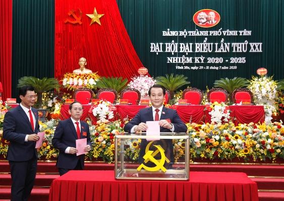 Bí thư Thành ủy Vĩnh Yên Phạm Hoàng Anh bỏ phiếu tại Đại hội