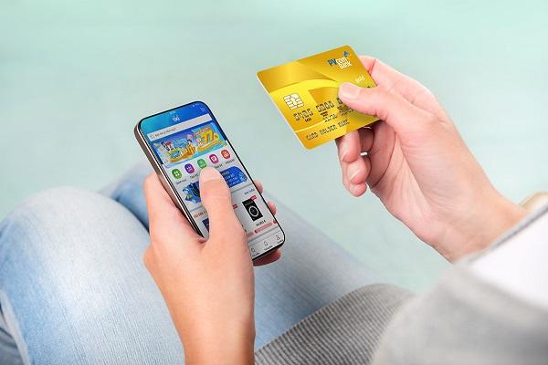 Thẻ tín dụng tích hợp với app thanh toán trên điện thoại mang lại nhiều tiện ích cho khách hàng