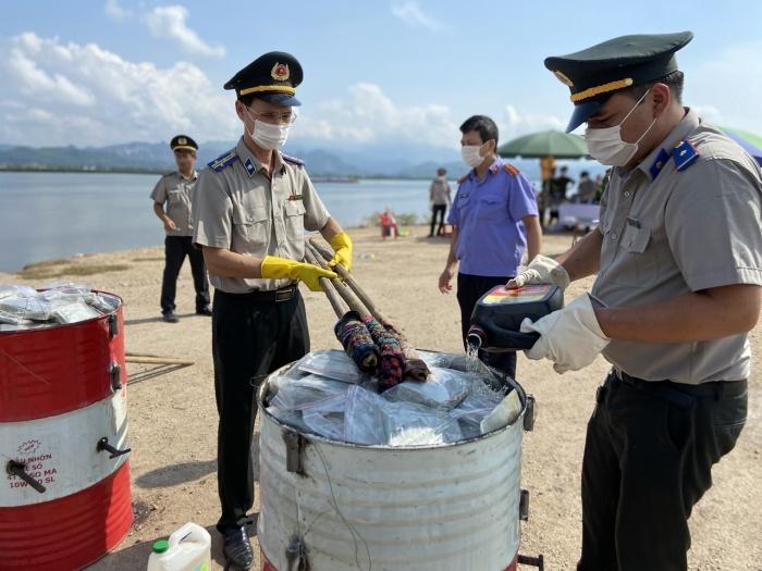 Lực lượng chức năng tỉnh Quảng Ninh tiến hành tiêu hủy 100 bánh heroin tang vật vụ án