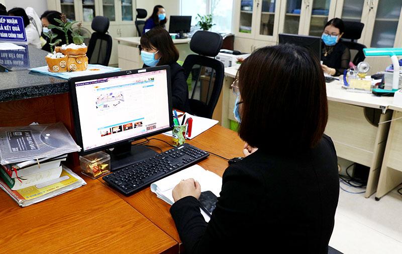Cục Thuế tỉnh Bắc Ninh trả lời, hướng dẫn nộp quyết toán thuế.. (Ảnh: V.Thắng)