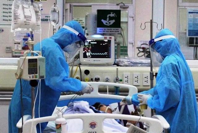 Các bác sĩ tích cực điều trị cho các bệnh nhân mắc Covid-19 (Ảnh minh hoạ)