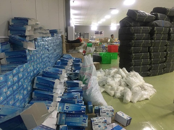 Hòa Bình: Phát hiện, thu giữ  hàng nghìn chiếc găng tay cao su không rõ nguồn gốc