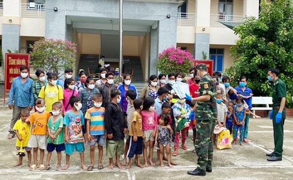 Các hộ gia đình nhập cảnh trái phép từ Campuchia vào Việt Nam