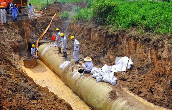 Đường ống nước sạch sông Đà đang gặp sự cố. Ảnh minh họa.