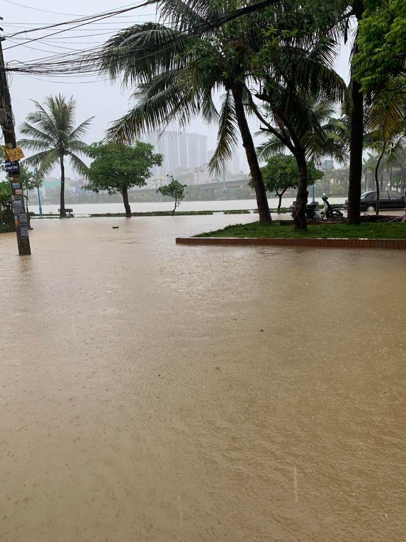 Khu vực Hồ Điều Hoà thuộc phường Yết Kiêu TP. Hạ Long cũng ngập úng.