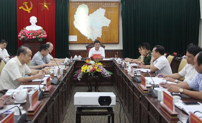Đồng chí Vũ Hồng Bắc, Phó Bí thư Tỉnh ủy, Chủ tịch UBND tỉnh, Trưởng Ban Chỉ đạo phòng, chống dịch COVID-19 tỉnh chủ trì cuộc họp với cơ thành viên BCĐ
