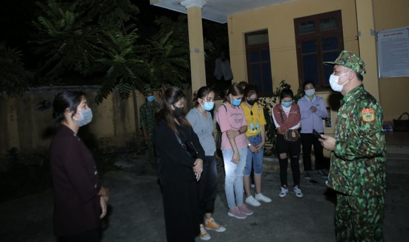 Quang Long là đồn biên phòng đóng ở nơi hẻo lánh, địa hình, đi lại khó khăn nhất trên tuyến biên giới Cao Bằng đã bắt giữ nhóm 15 đối tượng thuê 2 xe du lịch vào khu vực mốc 890 để tìm cách vượt biên trong đêm 30/7.
