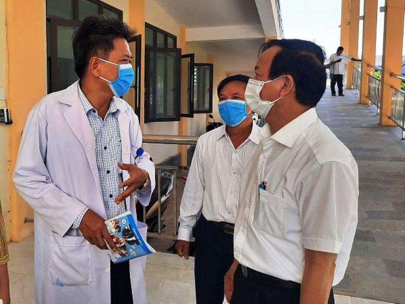 Lãnh đạo Ông Đỗ Văn Hùng - Giám đốc Sở Y tế kiểm tra công tác phòng chống dịch tại các cơ sở