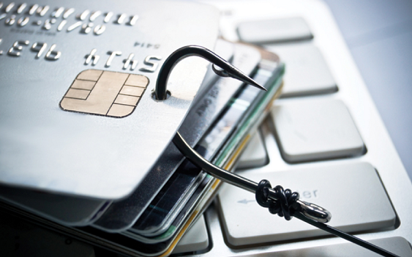 Đối tượng lừa đảo thường giả mạo nhân viên tài chính để lấy cắp thông tin thẻ tín dụng của khách hàng