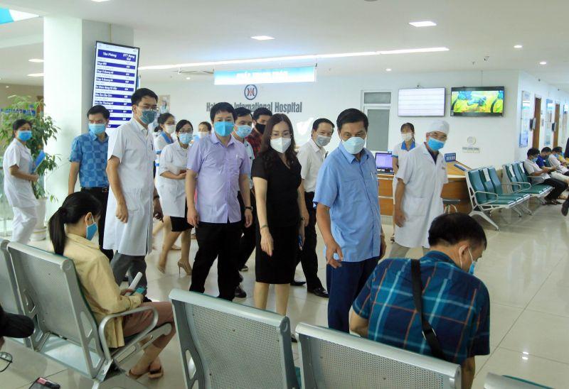 Chủ tịch UBND thành phố Nguyễn Văn Tùng cùng lãnh đạo ngành Y tế thực địa kiểm tra công tác chuẩn bị ứng phó với những diễn biến phức tạp của dịch bệnh COVID-19 trong tình hình mới