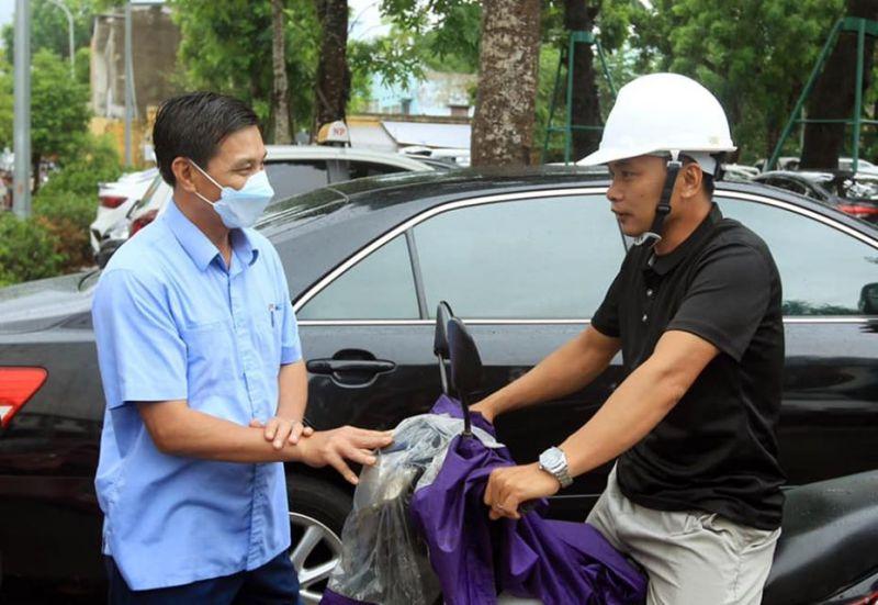 Chủ tịch UBND TP. Hải Phòng nhắc nhở người dân đeo khẩu trang khi tham gia hoạt động công cộng