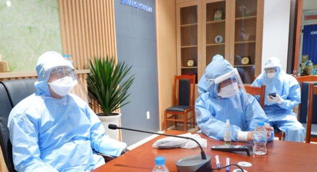 Trực tiếp kiểm tra tâm dịch Bệnh viện (BV) Đà Nẵng, ông Thơ biểu dương tinh thần và quyết tâm của cán bộ nhân viên BV