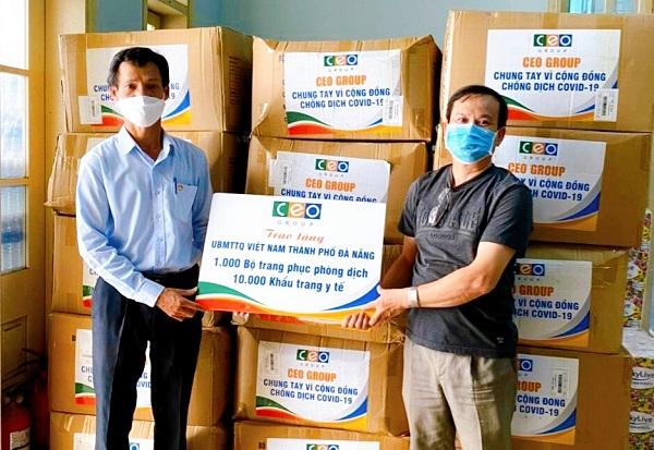 Tập đoàn CEO trao tặng 1.000 bộ đồ bảo hộ, 10.000 khẩu trang y tế cho Ủy ban Mặt trận Tổ quốc TP Đà Nẵng