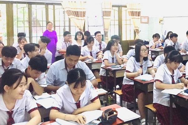 Học sinh khối 12 trường THPT Hồng Đức, TP.HCM trong 1 tiết ôn tập. Ảnh: NTCC