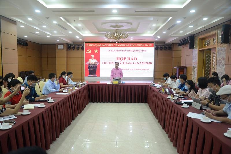 Ông Đặng Huy Hậu - Phó Chủ tịch Thường trực UBND tỉnh Quảng Ninh chủ trì cuộc họp.