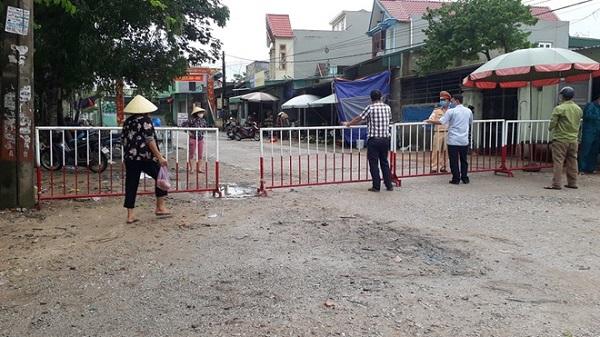 Ông Viên Đình Nam, Phó chủ tịch UBND xã Quảng Hùng (TP Sầm Sơn), bị đình chỉ công tác 15 ngày vì lơ là trong công tác phòng, chống dịch Covid-19.