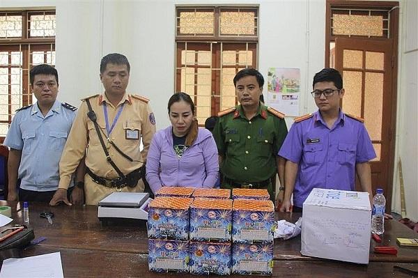 đối tượng Nguyễn Thị Hương cùng tang vật bị bắt giữ