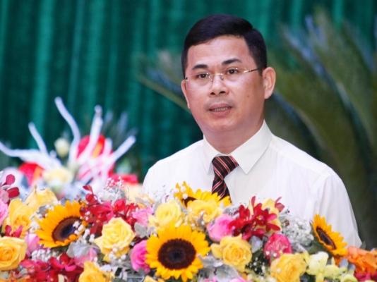 Ông Trần Việt Cường, Chủ tịch UBND huyện Vĩnh Tường đọc báo cáo chính trị tại đại hội