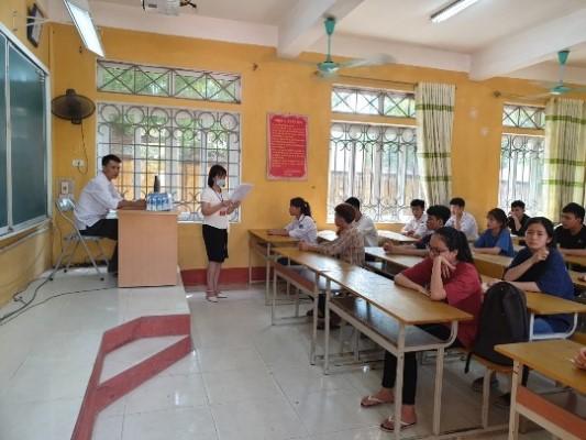 THí sinh nghe phổ biến quy chế thi tốt nghiệp THPT tại trường THPT Bình Xuyên, Vĩnh Phúc