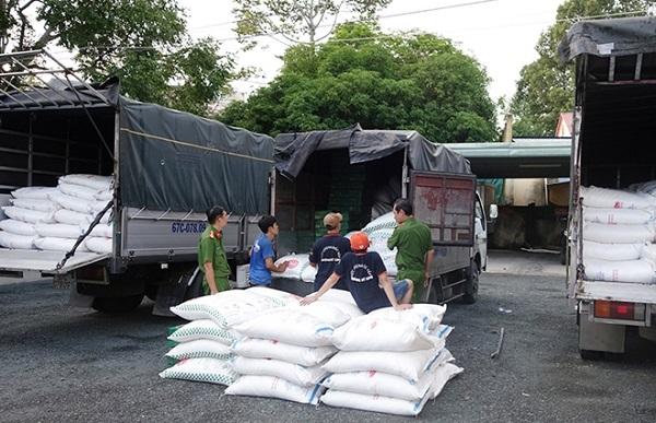 Lực lượng CSGT tỉnh An Giang liên tiếp bắt nhiều xe tải chở đường cát do nước ngoài sản xuất không có hóa đơn chứng từ