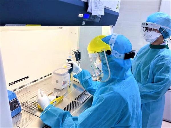 Thực hiện xét nghiệm SARS-CoV-2