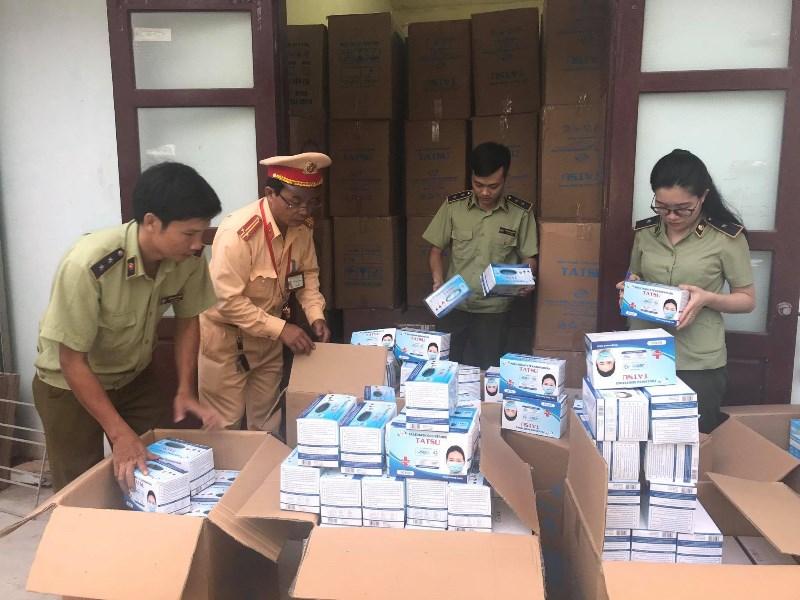 Lực lượng QLTT Quảng Bình phát hiện, thu giữ lô khẩu trang không rõ nguồn gốc xuất xư