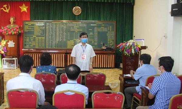 Phó Chủ tịch UBND tỉnh Lương Văn Cầu phát biểu tại buổi làm việc với cán bộ điểm thi Trường THPT Gia Lộc