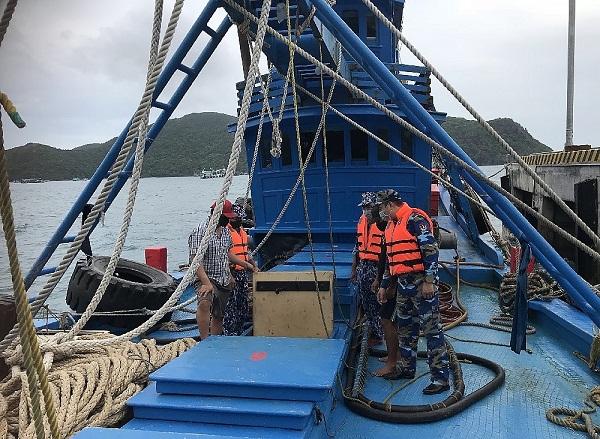 Cảnh sát biển tạm giữ tàu chở 100.000 lít dầu DO ghi nhập lậu
