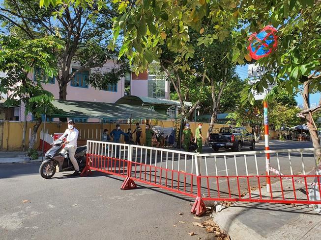 Mỗi hộ dân ở Đà Nẵng sẽ được phát thẻ để đảm bảo đi chợ 3 ngày/lần; hạn chế tụ tập đông người nhằm tăng cường phòng ngừa dịch bệnh
