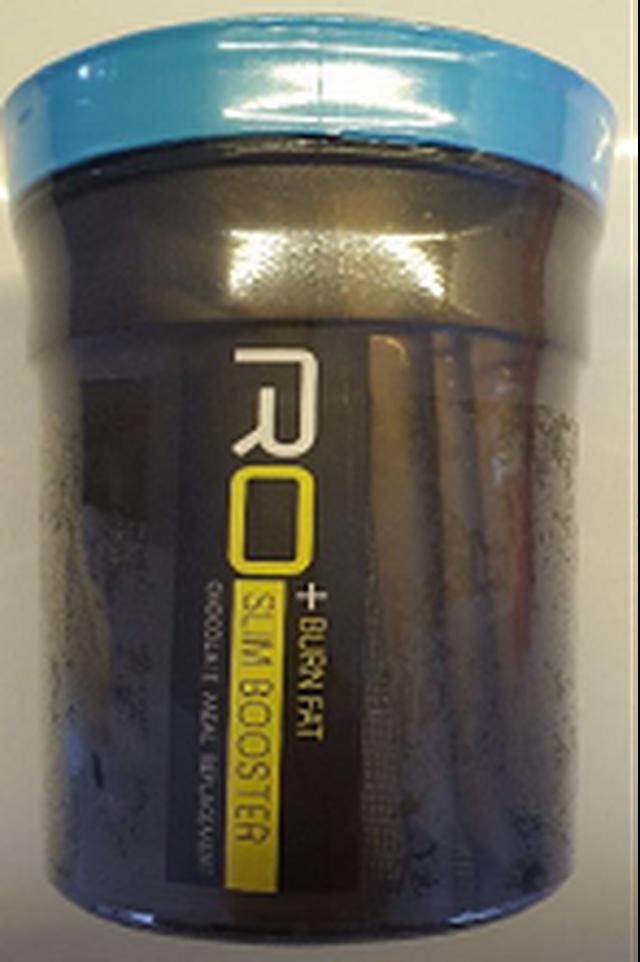 Sản phẩm RO Slim Booster được đóng dạng hộp, không rõ thông tin nhà sản xuất. Sản phẩm bị phát hiện có chứa Sibutramine.
