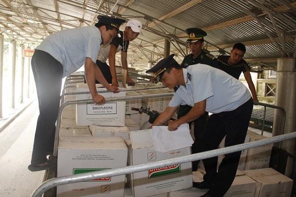 Lực lượng Hải quan Hà Tĩnh kiểm soát hàng hóa chặt chẽ, tránh hàng giả, hàng nhái, hàng kém chất lượng